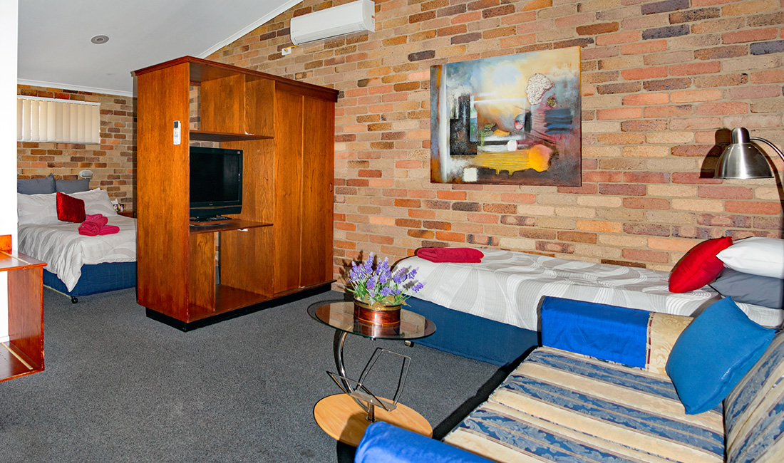 Rest Point Motor Inn Executive Spa Room - Glen Innes Accommodation