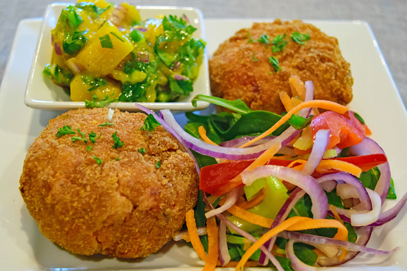 Chilli crab cakes with mango salsa